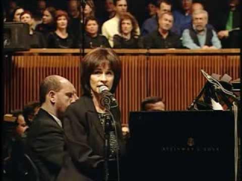 שרים בפילהרמונית עם נורית הירש.