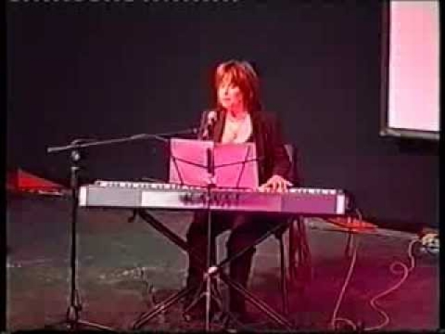 נורית הירש שרה ללאה נאור החוגגת יום הולדת