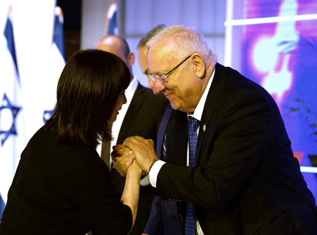 Nurit Hirsh with the President of Israel Reuven Rivlin at the Israel Prize ceremony 2016