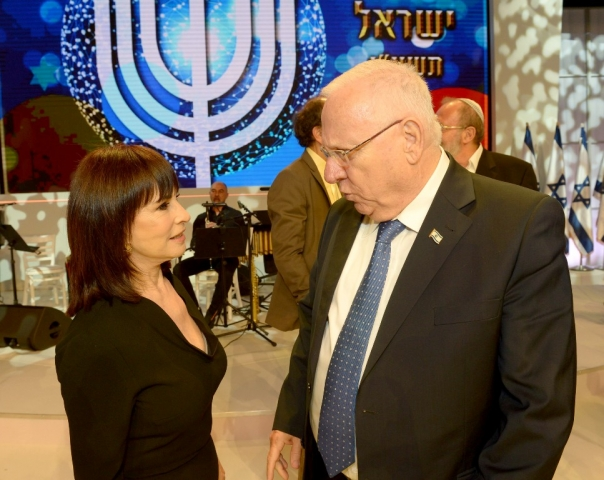 Nurit Hirsh with the President of Israel Reuven Rivlin at the Israel Prize ceremony