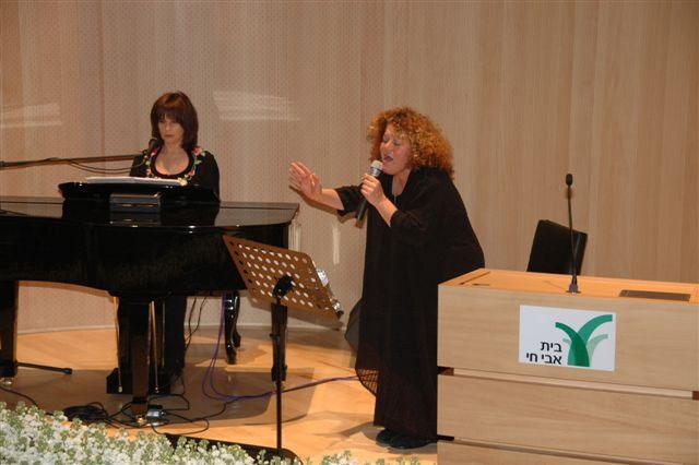 נורית עם לאה שבת בטקס פתיחת בית אביחי בירושלים