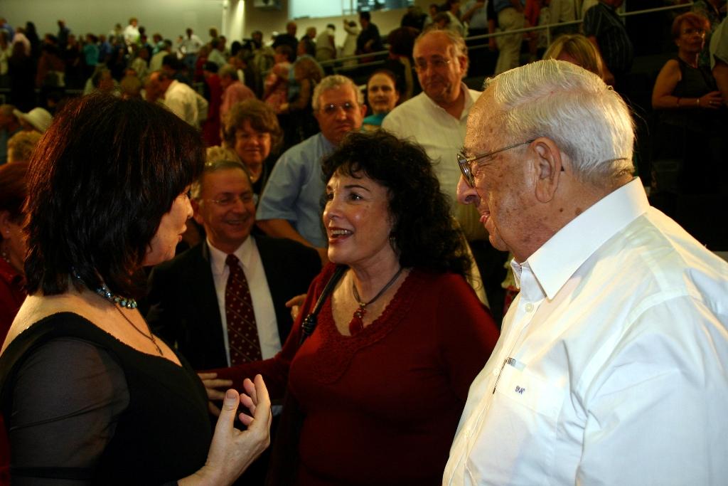 נורית הירש עם הנשיא יצחק נבון רעייתו מירי ופרופ' משה קוה