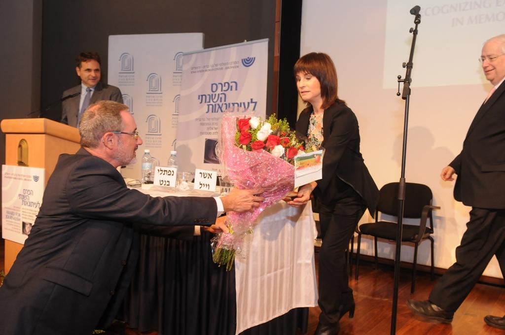 נורית הירש כלת פרס העיתונאות